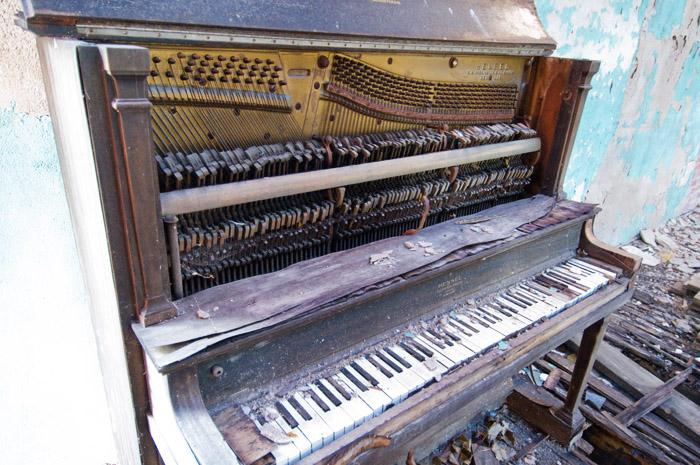Piano at Bushong